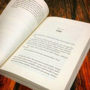 Halaman pertama dari Bab 8 buku Phi karya Pringadi